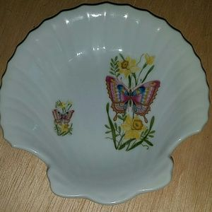 Other - Seashell with butterflies soap dish
